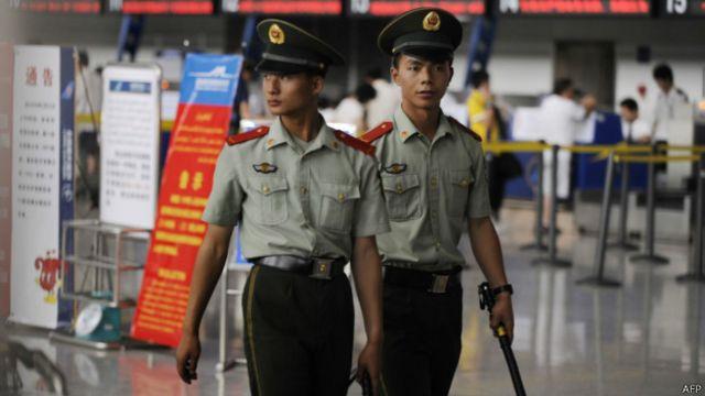 Policías en China