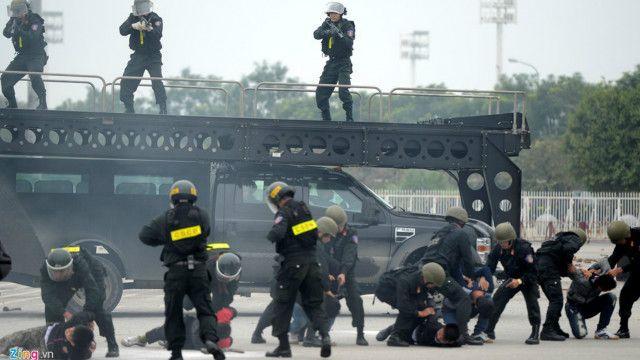 Các lực lượng đặc biệt của Việt Nam vừa diễn tập bảo vệ an ninh, an toàn cho Đại hội Đảng 12 tại Hà Nội.