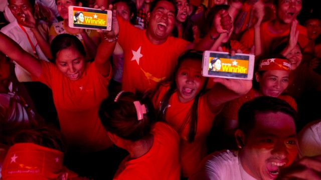Người dân Myanmar, quốc gia láng giềng của Việt Nam trong khối Asean, đã được hưởng bầu cử tự do, dân chủ trong năm 2015.