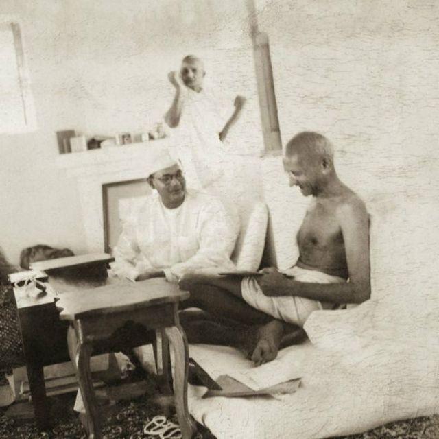 Il y aussi cette photo historique de 1938, lors d'une rencontre conviviale entre Ghandi et le héro des combats pour la liberté et le leader nationaliste radical Subhas Chandra Bose. Bose venait d'être élu président du Parti congressiste Un peu plus en arrière, Kasturba s'occupe à tisser son sari (un vêtement traditionnel porté par des millions de personnes en Asie du Sud, principalement en Inde, au Népal, au Bangladesh  et au Sri Lanka).