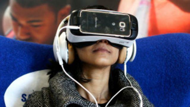 chica con gafas Samsung Gear VR