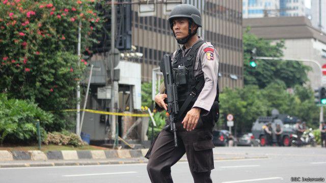Kepolisian telah menangkap sedikitnya 12 orang dalam upaya membongkar jaringan pelaku penyerangan di kawasan MH Thamrin, 14 Januari lalu.