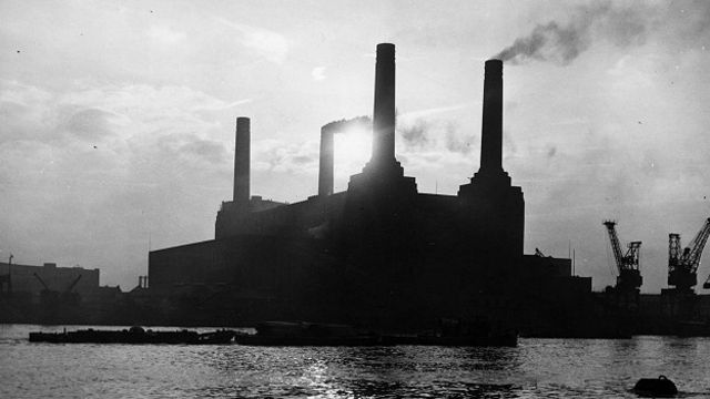 Электростанция в лондонском районе Баттерси (снимок 1954 года) некогда потребляла более миллиона тонн угля ежегодно