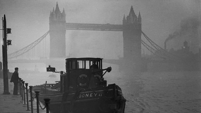 У Тауэрского моста во время Великого смога 1952 года