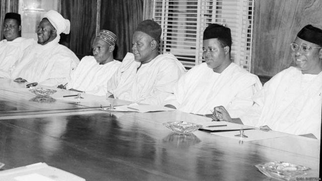 Taron kafa gwamnatin hadin gwiwa tsakanin jam'iyyar NCNC da kuma NPC. Shugabannin jam'iyyun Ahmadu Bello, da Tafawa Balewa da Azikwe da Okpara da Ribadu da Okotie-Eboh.