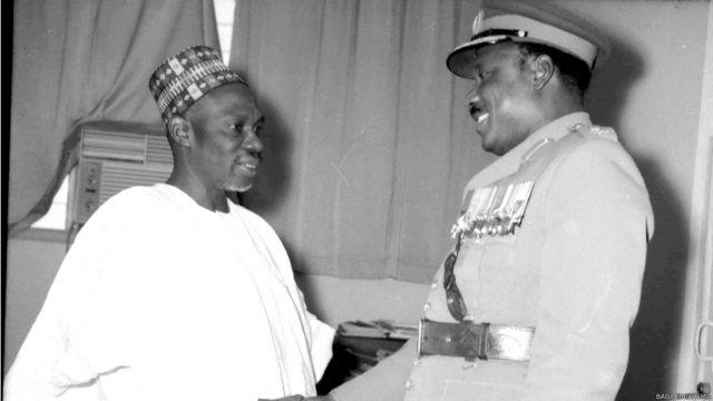 Firai Minista Abubakar Tafawa Balewa tare da tsohon shugaban mulkin soja, Aguiyi Ironsi.