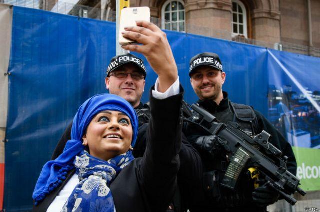 No todos los ciudadanos están acostumbrados a ver a policías armados hasta los dientes.