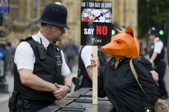 Según un sondeo, el 82% de los policías de Reino Unido no quieren estar armados.