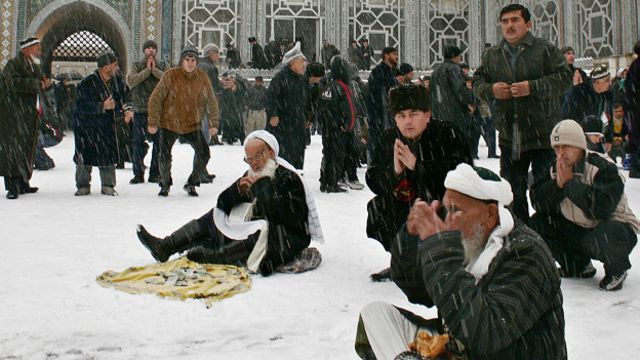 Таджики на молитве