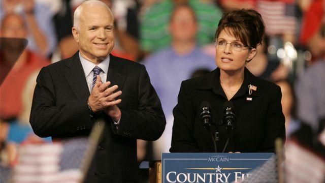 جان مک کین و سارا پیلین در جریان مبارزات انتخاباتی ۲۰۰۸