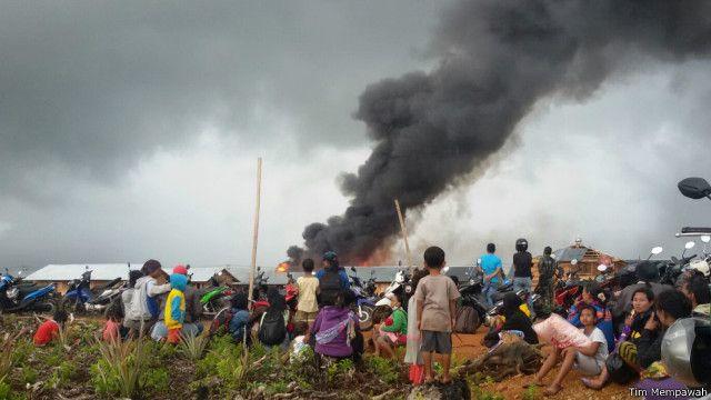 Pemukiman Gafatar di Mempawah, dibakar.