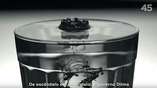 Programa de Aécio associou Dilma ao escândalo de corrupção na Petrobras