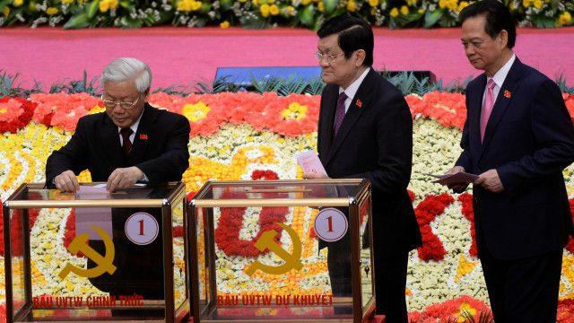 Nhiều ủy viên Bộ Chính trị của Đảng Cộng sản Việt Nam khóa 11 đã không tái ứng cử ở Đại hội 12.
