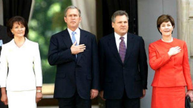 သမ္မတသက်တန်း နှစ်ကြိမ် ရွေးကောက်ခံရတဲ့ ပိုလန်သမ္မတ Alexander Kwasniewski နဲ့ အမေရိကန်သမ္မတ George W Bush
