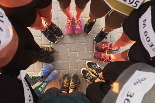 Los pies de cada persona poseen características específicas que requiere de un cierto tipo de zapatilla deportiva.