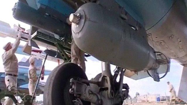 Pesawat pembom Rusia SU-34 di pangkalan udara di Hmeymim, Suriah.