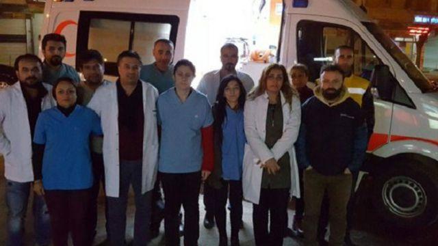 Cizre'ye ulaşmaya çalışan gönüllü sağlık çalışanlarının ilçeye girişi Şırnak Valiliği'nin talimatıyla engellendi.
