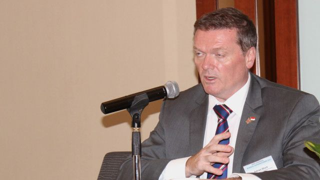 Ketua Britcham, Adrian Short, menyebut regulasi dan birokrasi sebagai kendala utama investasi.