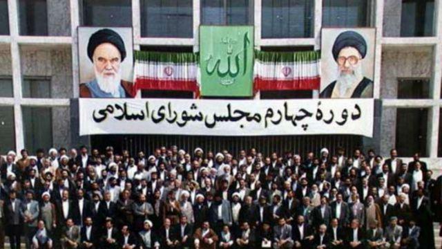 عکس یادگاری نمایندگان چهارمین مجلس شورای اسلامی