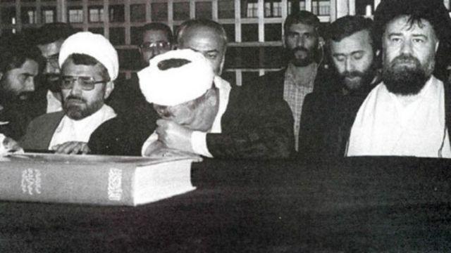 از راست: احمد خمینی، منصور رضوی، اکبر هاشمی رفسنجانی و عبدالله نوری در مقبره بنیانگذار جمهوری اسلامی ایران