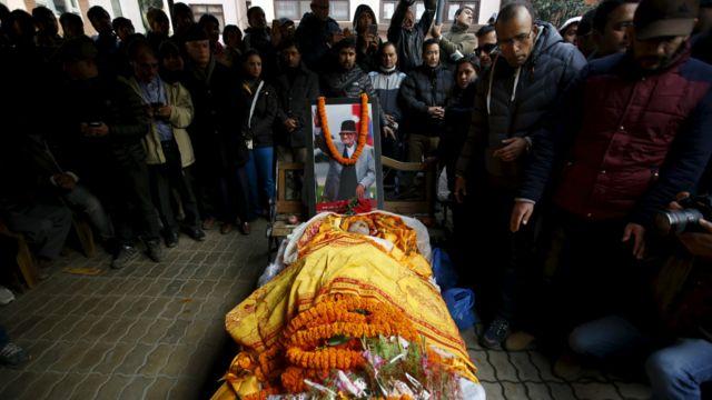 भूतपूर्व प्रधानमन्त्री तथा नेपाली कांग्रेसका सभापति सुशील कोइरालाको  श्वासप्रश्वासमा देखिएको समस्याका कारण ७७ वर्षको उमेरमा निधन भएको छ। फोटो: रोएटर्स/नभेश चित्रकार