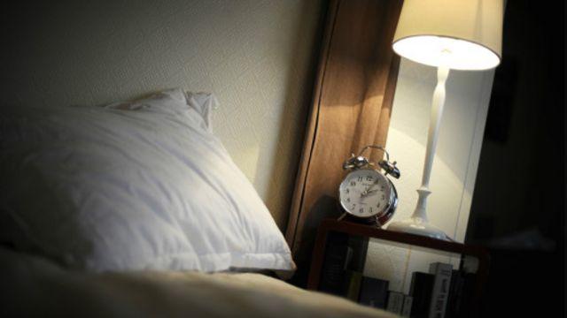 萨里大学的研究人员发现,喝咖啡的人在夜间往往更难入睡