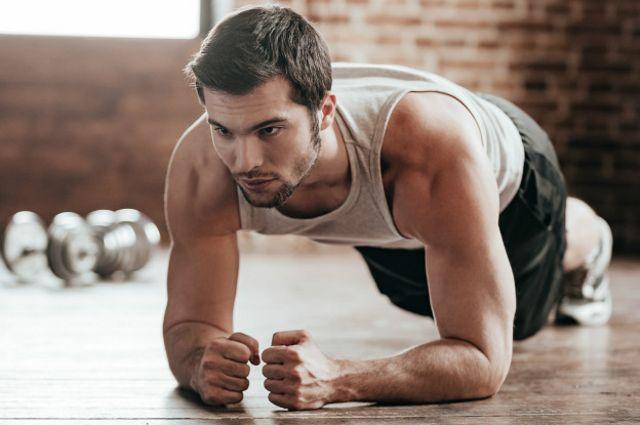 La plancha es uno de los ejercicios en los que se logra una mayor contracción isométrica de la musculatura profunda abdominal.