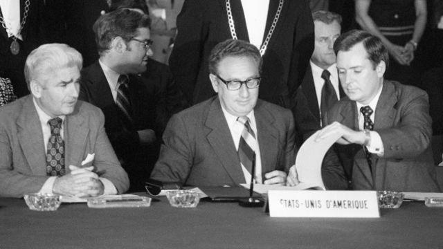 Firma de acuerdos de paz para Vietnam