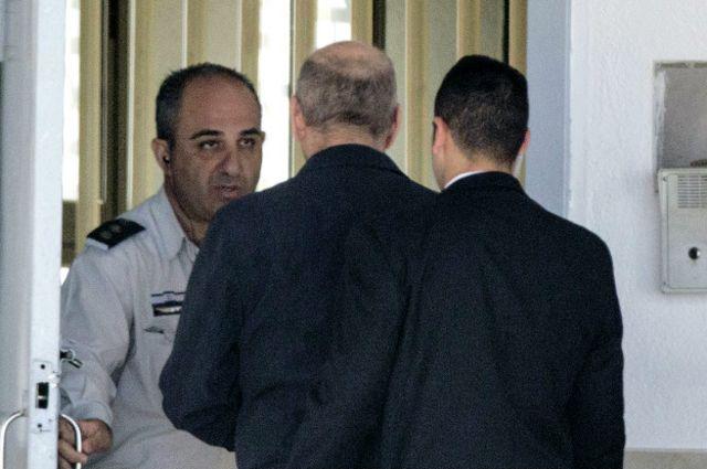 """Эхуд Ольмерт прибывает в тюрьму """"Маасиягу"""""""