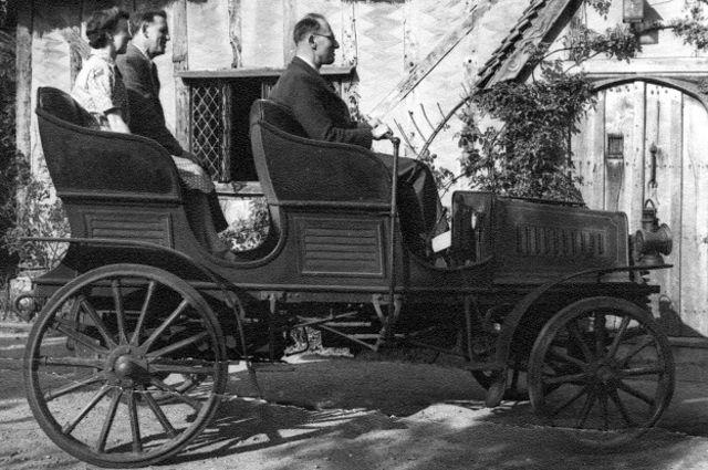 Esse veículo a vapor inglês, de 1899, era produzido pela Steam Car Company Houses System.