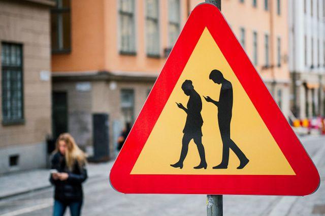 En Estocolmo, una señal que le advierte a los demás que hay smombies.