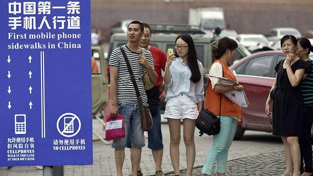 Y ese programa de televisión estadounidense inspiró a la municipalidad de Chongqing, en China, a crear sendas para smombies.