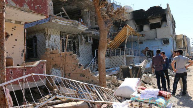 Cizre'de birçok kişi, bazı yakınlarının nerede olduğundan haber alamadığını söylüyor.