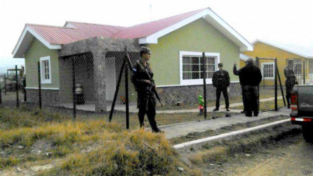 La vivienda de Cáceres amaneció bajo resguardo de las fuerzas de seguridad.
