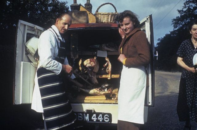 Доставка мяса из мясной лавки в Ашуэлл, графство Хартфордшир