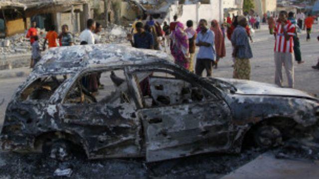 Un carro bomba detonado en Mogadiscio a finales de febrero de 2016