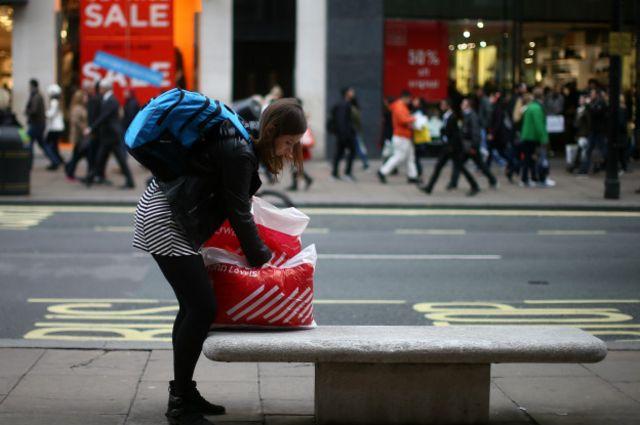 Женщины оставляют в магазинах больше денег - и вовсе не из-за того, что больше покупают