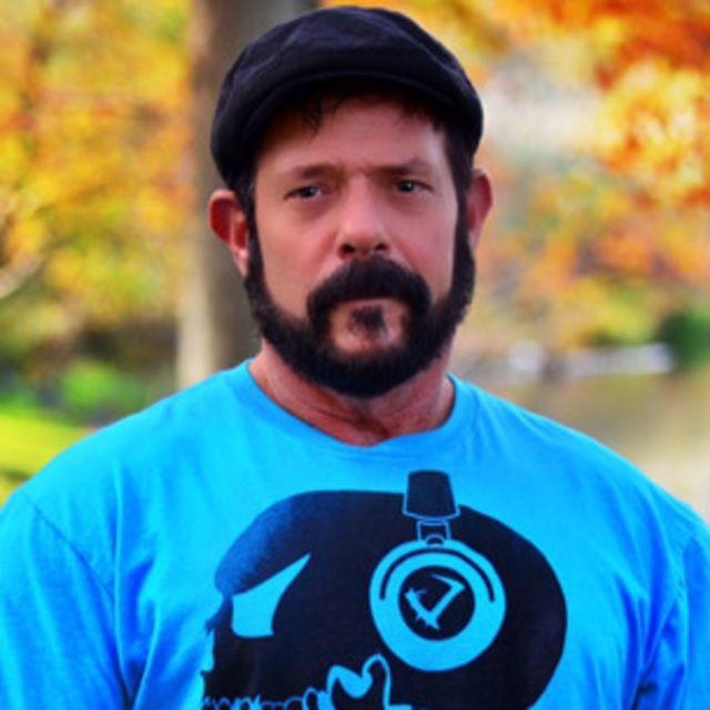 Mark H. tiene 61 años y lleva 10 años sin consumir drogas. Su última recaída fue por opioides recetados tras una operación de rodilla.