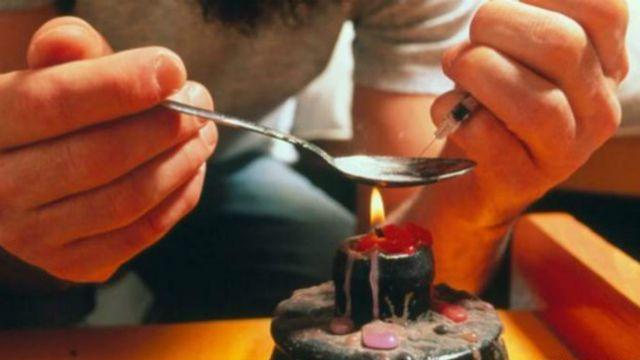 Cuatro de cada cinco nuevos usuarios de heroína en EE.UU. empezaron por abusar de analgésicos opiáceos.