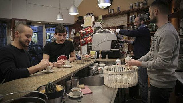 """""""El barista italiano es ahora el sustituto de la madre del cliente italiano"""", dice Manuel Terzi, especialista en café."""