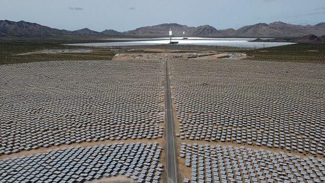 Una central eléctrica masiva que proporciona energía a los hogares de California.
