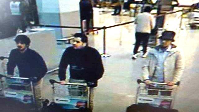 比利時國家廣播公司RTBF說,兩名穿黑衣的人據信引爆身上炸彈,另一人逃逸。