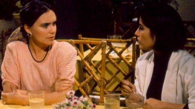 Una escena de la telenovela brasileña Vale todo (1988), con las actrices Regina Duarte (izq) y Gloria Pires (der).