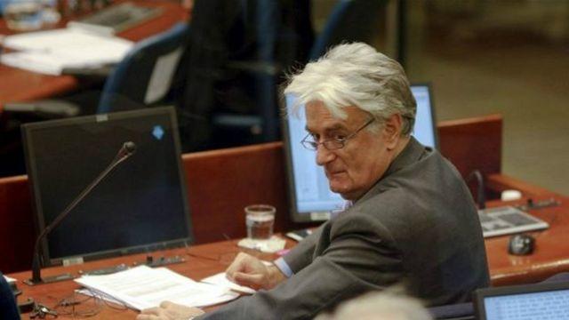 Cənab Karadzic-ə qarşı soyqırımı, eksterminasiya, zor gücünə köçürmə və insanlığa qarşı cinayətlər də daxil 11 ittiham irəli sürülüb