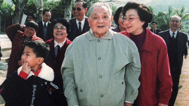1992年,鄧小平南巡深圳經濟特區