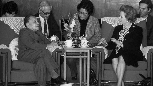 1984年,鄧小平與撒切爾夫人會面