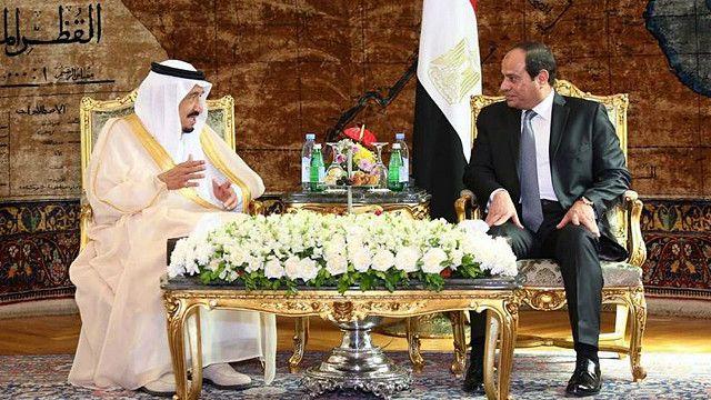 ملک سلمان، پادشاه عربستان در سفرش به مصر با عبدالفتاح سیسی، رئیس جمهور این کشور دیدار کرد