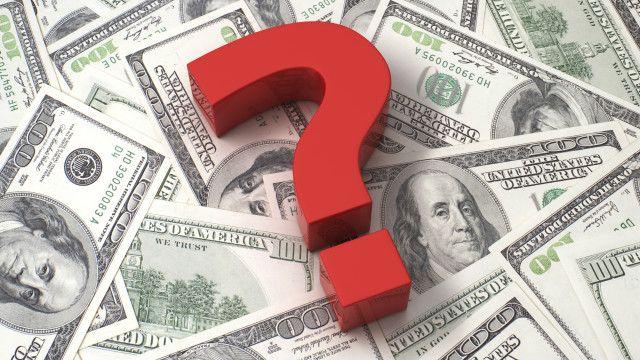 Un signo de interrogación sobre billetes de dólar