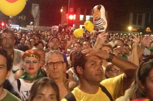 Milhões de brasileiros pararam para assistir à votação em casa ou nas ruas