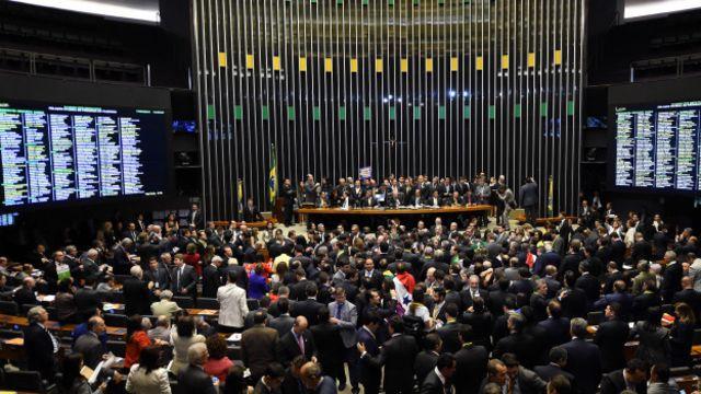 """El """"impeachment"""" fue avalado por el Congreso y el Senado de Brasil, dicen quienes insisten en que no puede hablarse de golpe de Estado."""